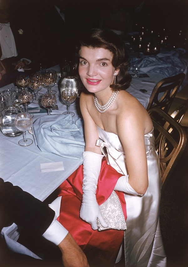 Jacqueline Kennedy (Jackie Onassis) (1929 - 1994) - Ospite presso l'annuale 'April in Paris Ball' 1959 (Photo by Slim Aarons/Getty Images)