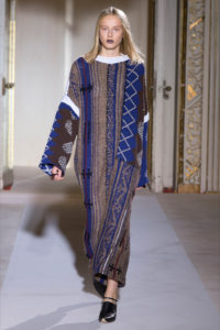 Acne_Studios-magazzino26-moda-blog-service-belleza-shows-eventos-arte-música-maquillaje-artista-fotografía-traje-ES17-primavera-verano-estado de ánimo-glamour-estilo fresco-estilo-géneros de punto-maglia-1