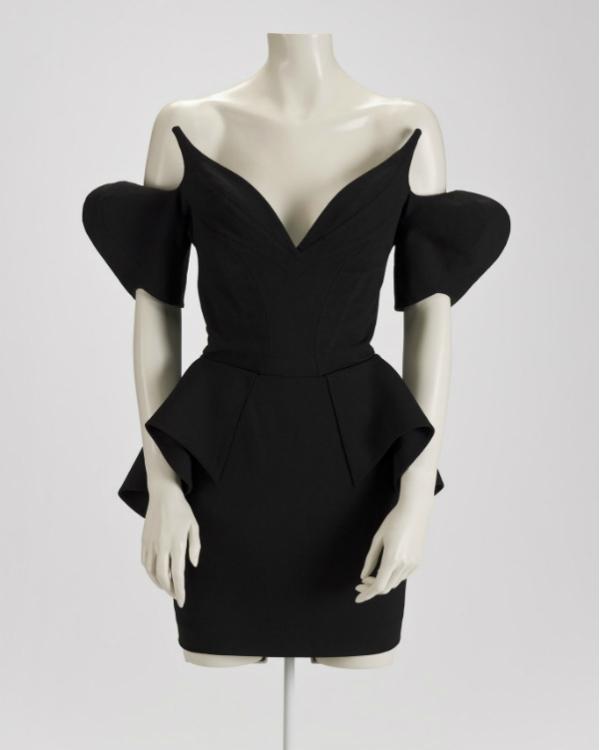 Un abito nero di Thierry Mugler (1981). Credits: MoMA