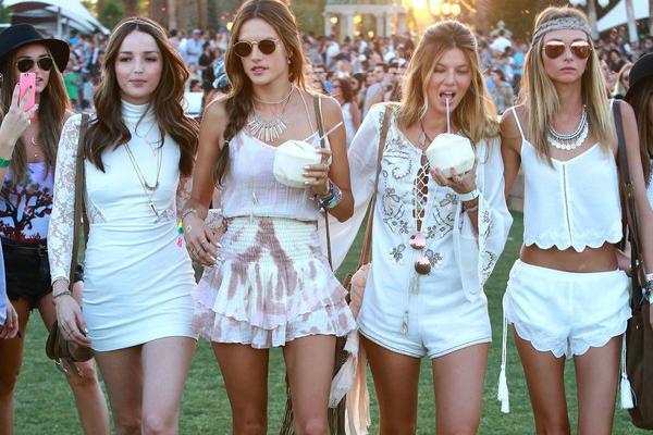 Alessandra-Ambrosio-Coachella-Music-Festival